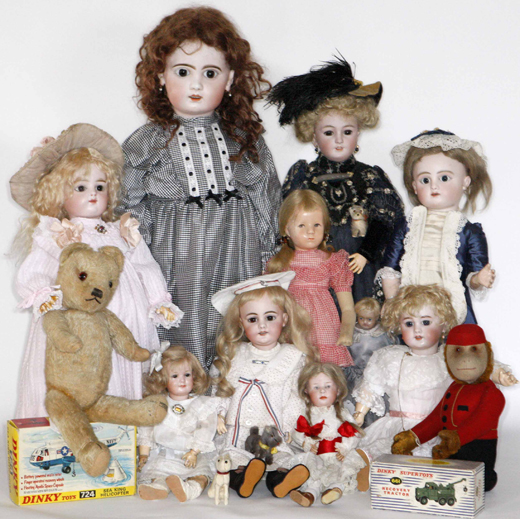 A selection of dolls and bears in the Toy sale 1st April