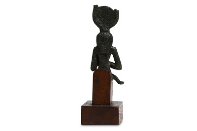 Lot 6 - AN EGYPTIAN BRONZE FIGURE OF ISIS AND HORUS...