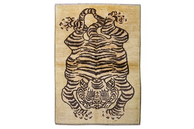 Lot 36-A FINE TIGER DESIGN RUG approx: 6ft. x...