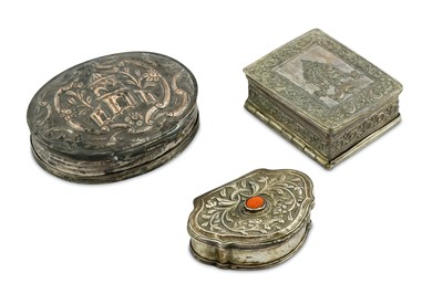 Lot 88 - THREE REPOUSSÉ AND INCISED SNUFFBOXES
