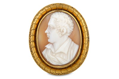 Lot 40-A CARVED SHELL CAMEO BROOCH OF LORD BYRON Italian,...