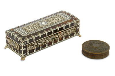 Lot 88-A Chinese export pressed horn circular snuff box...