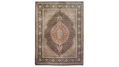 Lot 10-A FINE TABRIZ RUG, NORTH-WEST PERSIA approx:...