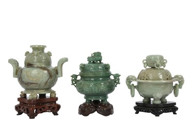 Lot 78 - A CHINESE GREEN HARDSTONE INCENSE BURNER AND COVER.