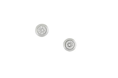 Lot 17-A pair of diamond earstuds Each brilliant-cut...