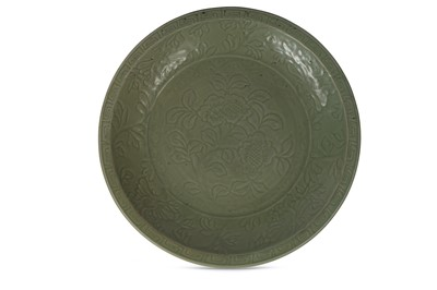 Lot 45-A CHINESE CELADON CHARGER. Yuan / Ming Dynasty....