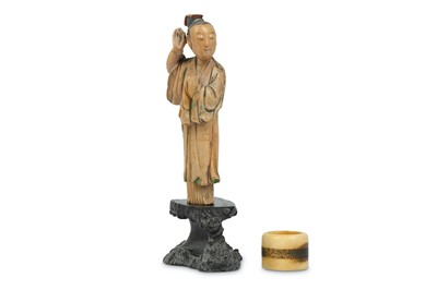 Lot 30 - A SMALL CHINESE STAINED SOAPSTONE FIGURE TOGETHER WITH A DEER BONE ARCHER'S RING.
