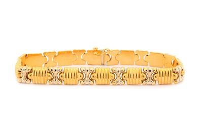 Lot 9-A fancy-link bracelet, of bi-coloured alternating ...