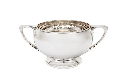 Lot 389 - A George V sterling silver twin handled bowl, London 1910 by Carrington & Co