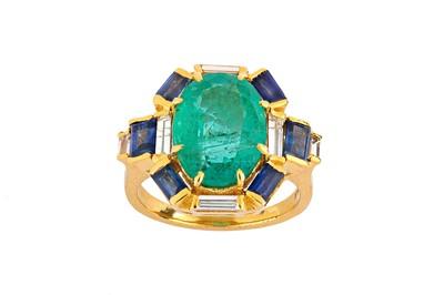 Lot 88 - An emerald, sapphire and diamond dress ring