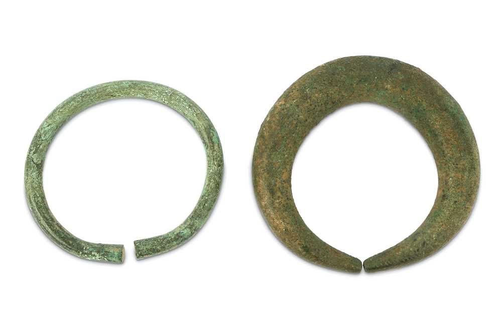 Lot 1-AN ANCIENT BRONZE ANKLET AND A PENANNULAR BRACELET PROPERTY OF THE LATE BRUNO CARUSO (1927 - 2018) COLLECTION