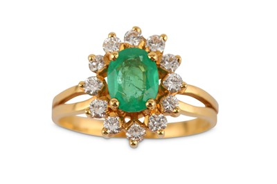 Lot 20-An emerald and diamond ring