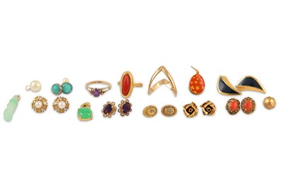 Lot 45-A small selection of jewellery