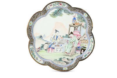 Lot 91 - A CHINESE CANTON ENAMEL FAMILLE ROSE 'GO PLAYERS' DISH.