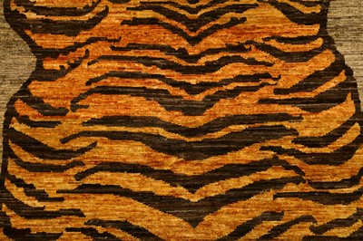 Lot 43-FINE TIGER DESIGN RUG