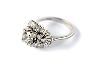 Lot 2 - A diamond dress ring
