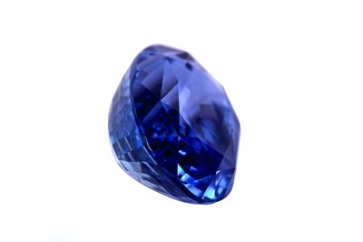 Lot 21-A sapphire ring