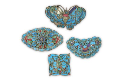 Lot 26-FOUR CHINESE KINGFISHER FEATHERS BROOCHES.