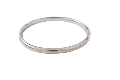 Lot 19 - A diamond bangle
