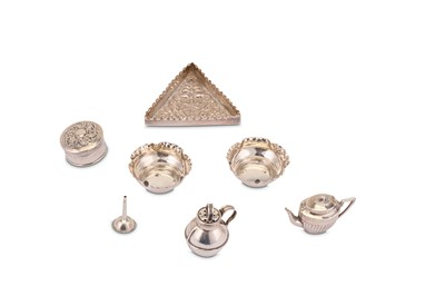 Lot 380 - A mixed group, including an Edwardian sterling silver novelty pepper pot, Birmingham 1907 by William Griffiths & Sons