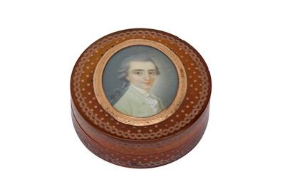 Lot 376 - A late 18th century French gold pique work blonde tortoiseshell snuff box, circa 1770