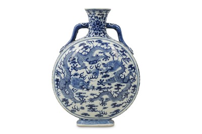 Lot 314 - A CHINESE BLUE AND WHITE 'DRAGON' MOON FLASK.