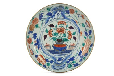 Lot 144 - A CHINESE ENAMELLED 'FLOWER VASE' DISH.