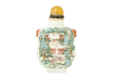 Lot 9 - A CHINESE FAMILLE ROSE 'LANDSCAPE' SNUFF BOTTLE.