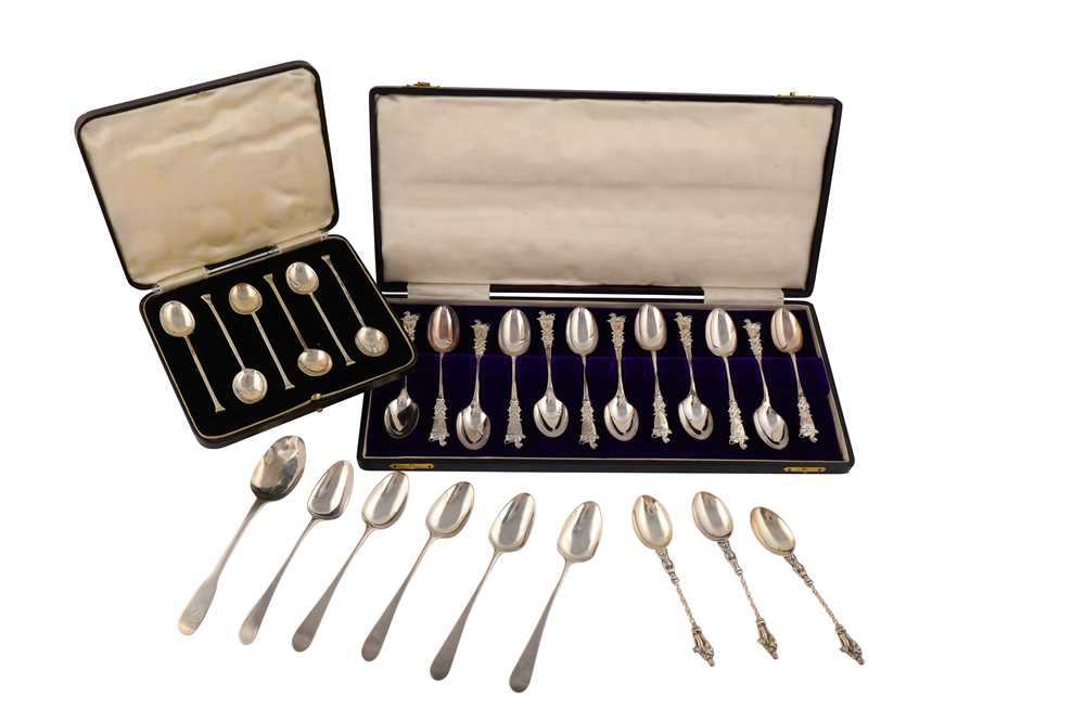 Lot 33-A set of twelve Victorian sterling silver teaspoons