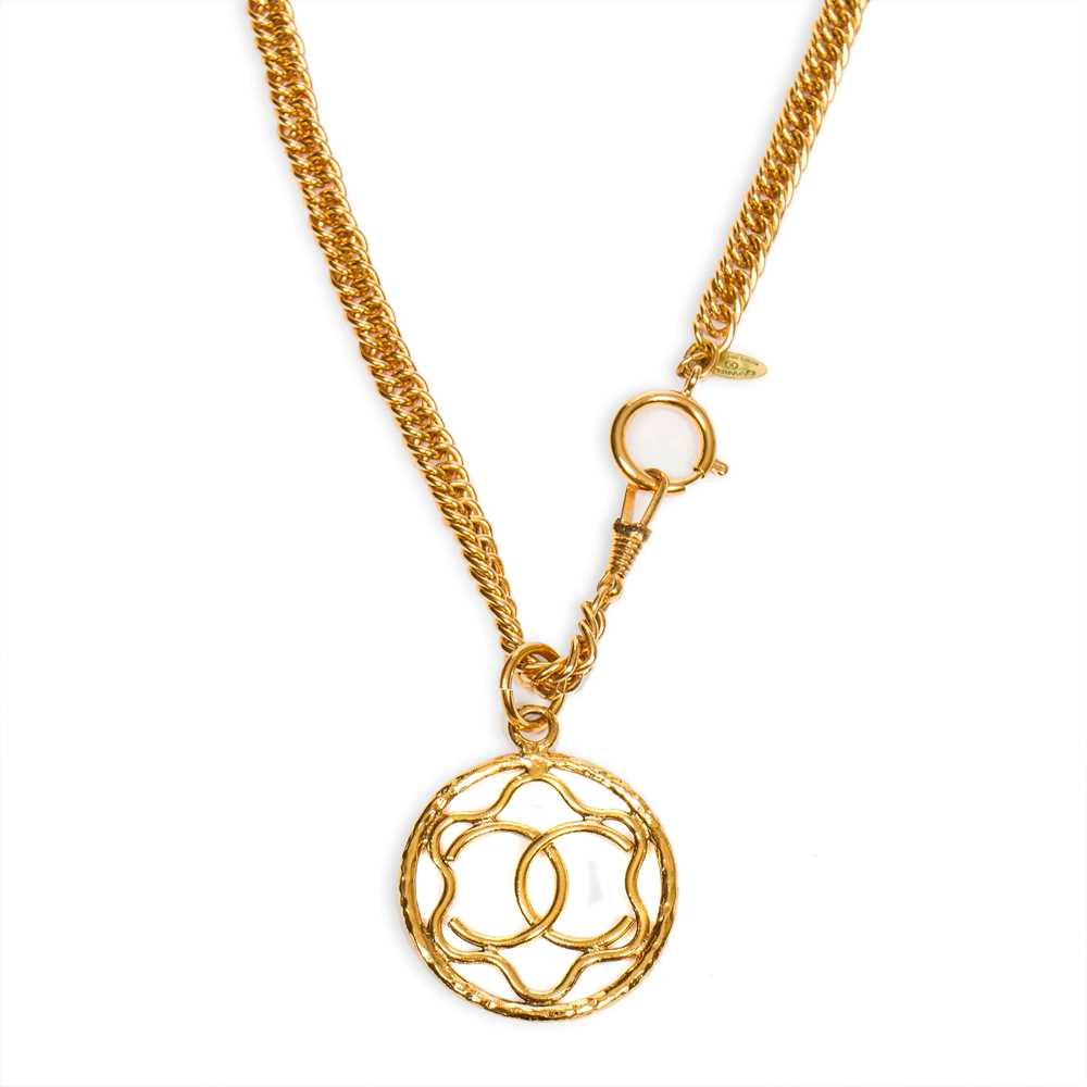 Lot 41-Chanel CC Logo Star Pendant Necklace