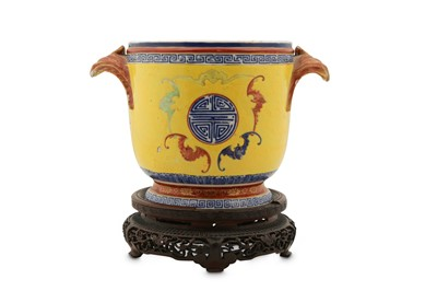 Lot 161 - A CHINESE FAMILLE ROSE 'BATS' WINE COOLER.