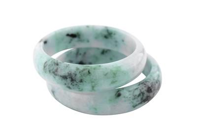 Lot 7-A pair of jade bangles