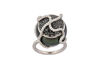 Lot 35 - A cultured pearl dress ring