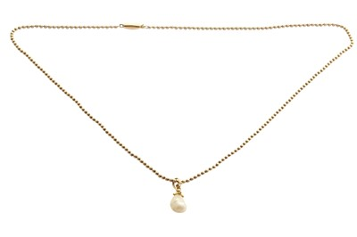 Lot 48-A pearl pendant necklace