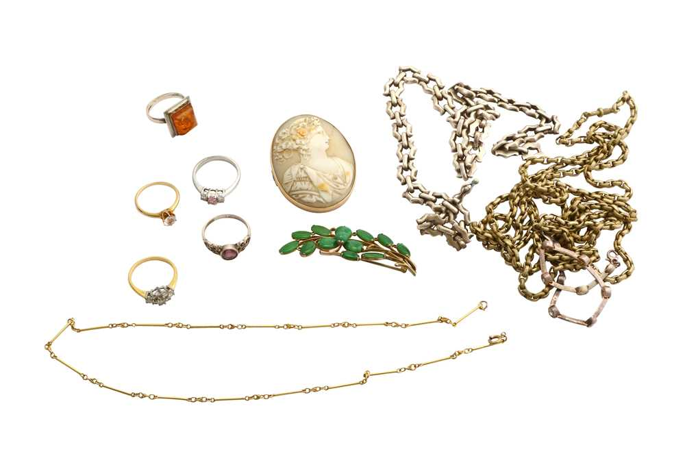 Lot 39-A small collection of jewellery