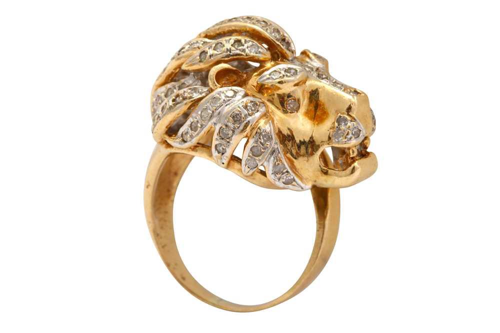 Lot 34-A diamond novelty ring