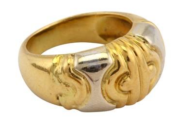 Lot 24-A bi-coloured ring