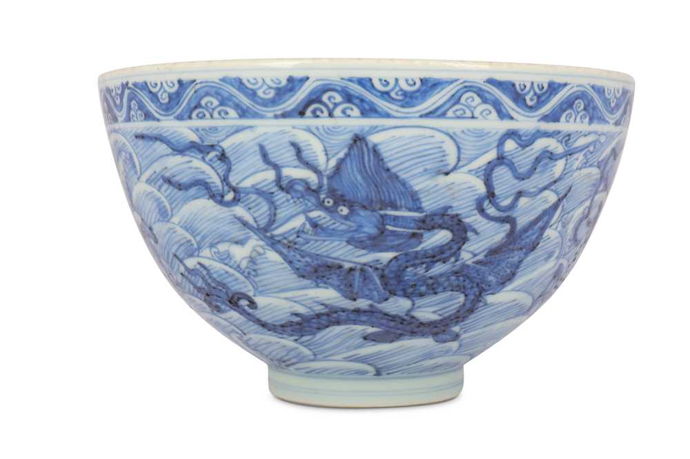 Lot 11-A CHINESE BLUE AND WHITE 'MYTHICAL BEASTS' BOWL.