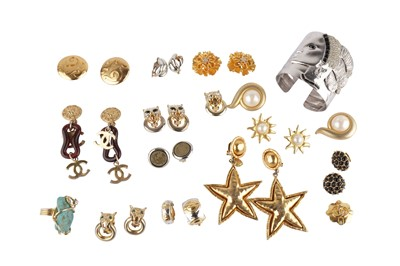 Lot 144-A collection of costume jewellery