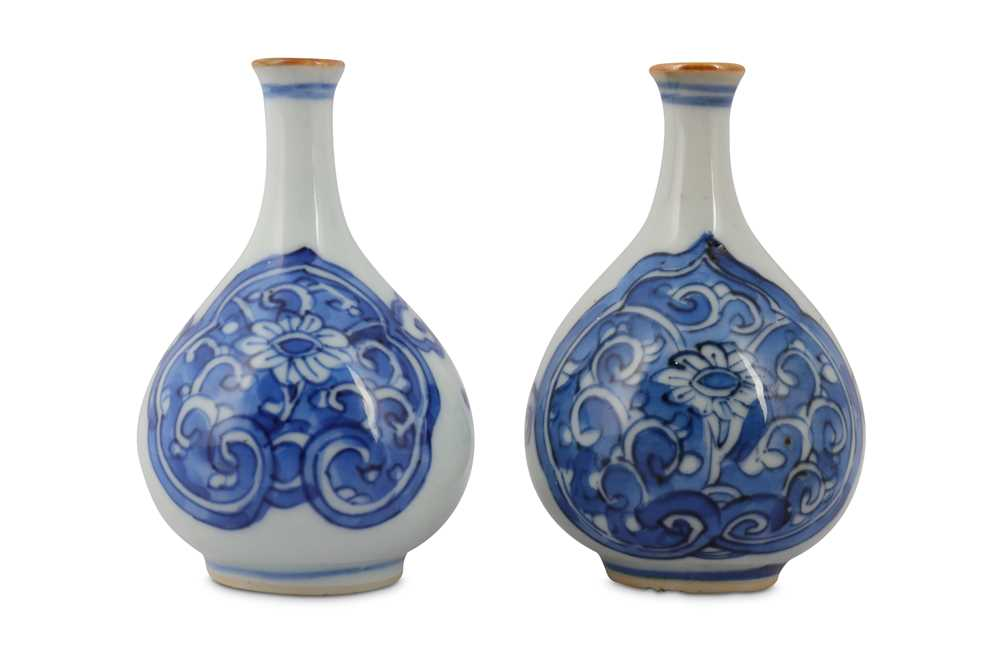 Lot 3-TWO CHINESE BLUE AND WHITE BOTTLE VASES.