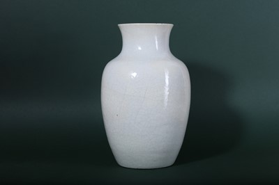 Lot 2-A CHINESE CREAM-GLAZED ANHUA-DECORATED 'DRAGON' VASE.