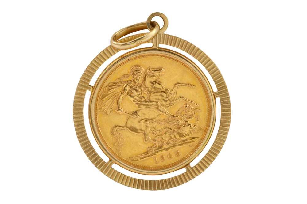 Lot 19-A Queen Elizabeth II full sovereign pendant