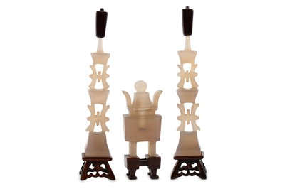 Lot 82-A CHINESE AGATE MINIATURE ALTAR SET.