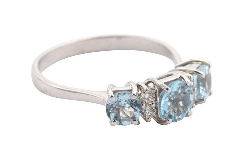 Lot 22-An aquamarine and diamond ring