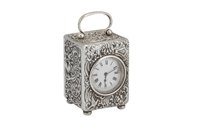 Lot 41 - An Edwardian sterling silver cased travelling timepiece carriage clock, London 1905 by William Comyns