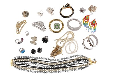 Lot 142-A collection of costume jewellery