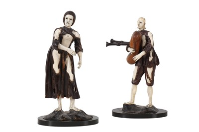 Lot 14-A PAIR OF 18TH CENTURY FRUITWOOD AND IVORY FIGURES OF PEASANTS ATTRIBUTED TO VIET GRAUPPENSBURG (BAMBURG 1698 - 1774)