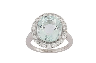 Lot 36-An aquamarine and diamond ring