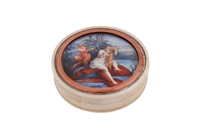 Lot 94 - An early 19th century French ivory and tortoiseshell snuff box, circa 1800