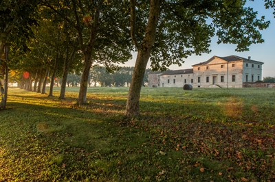 Lot 14-Four nights for sixteen in Villa Saraceno in the Veneto, Italy